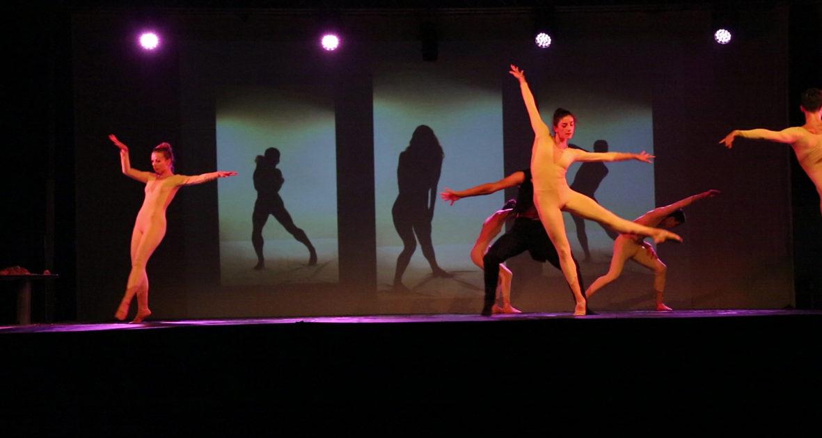 Il Balletto Di Bronzo Neve Calda Comincil Per Gioco